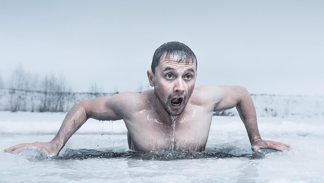 Eiskaltes Wasser Schwimmer